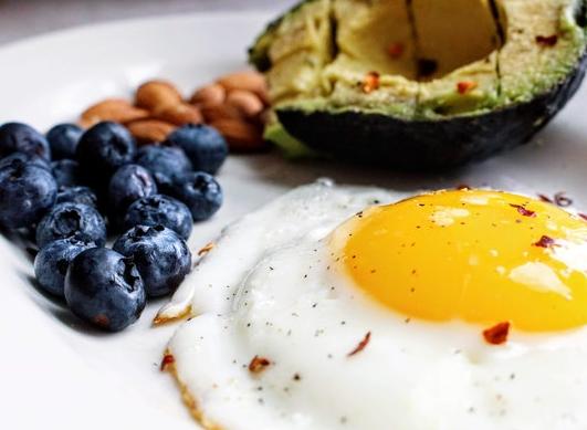 Sapere tutto sulla dieta chetogenica (principio, benefici e svantaggi)!