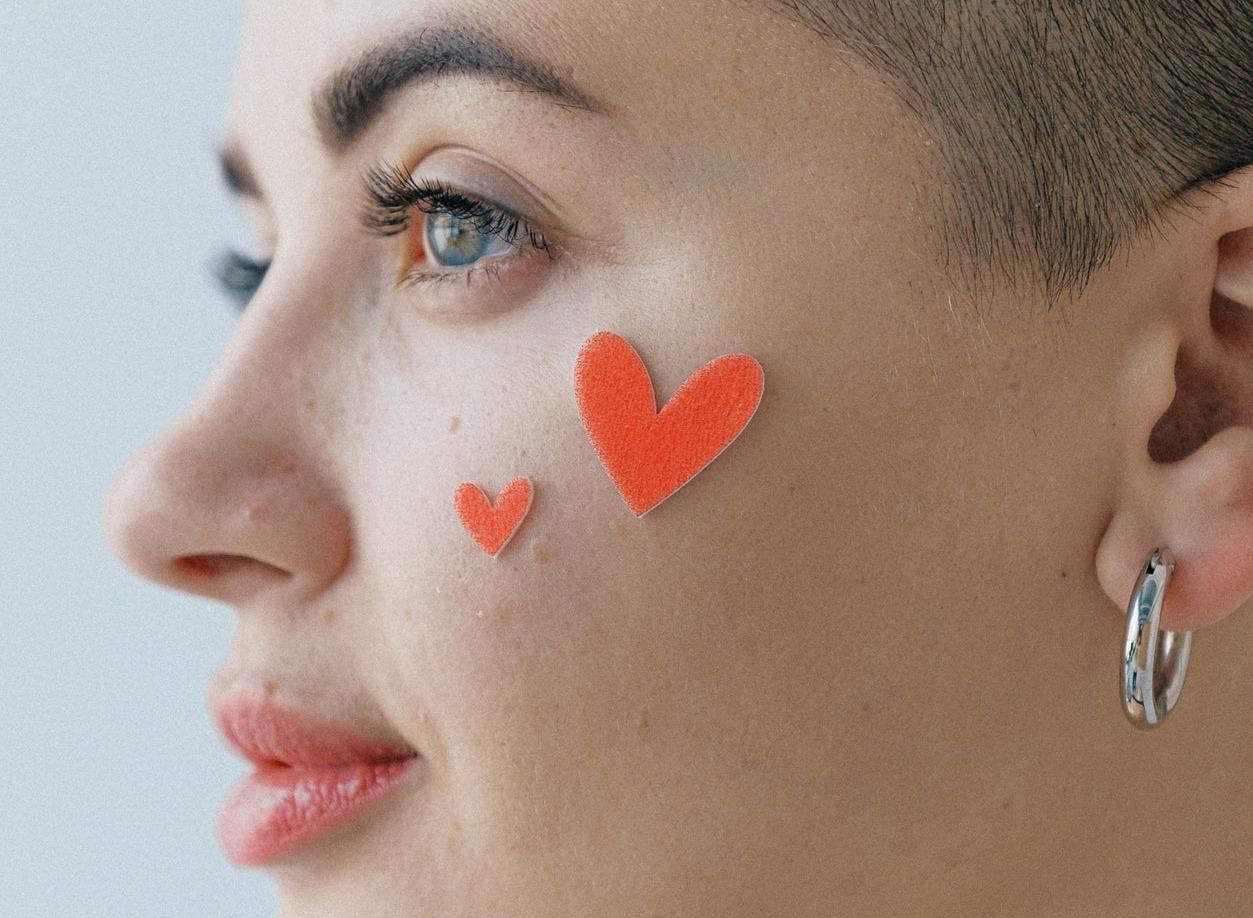 Malattie autoimmuni: dieta e consigli quotidiani per una pelle meno stanca