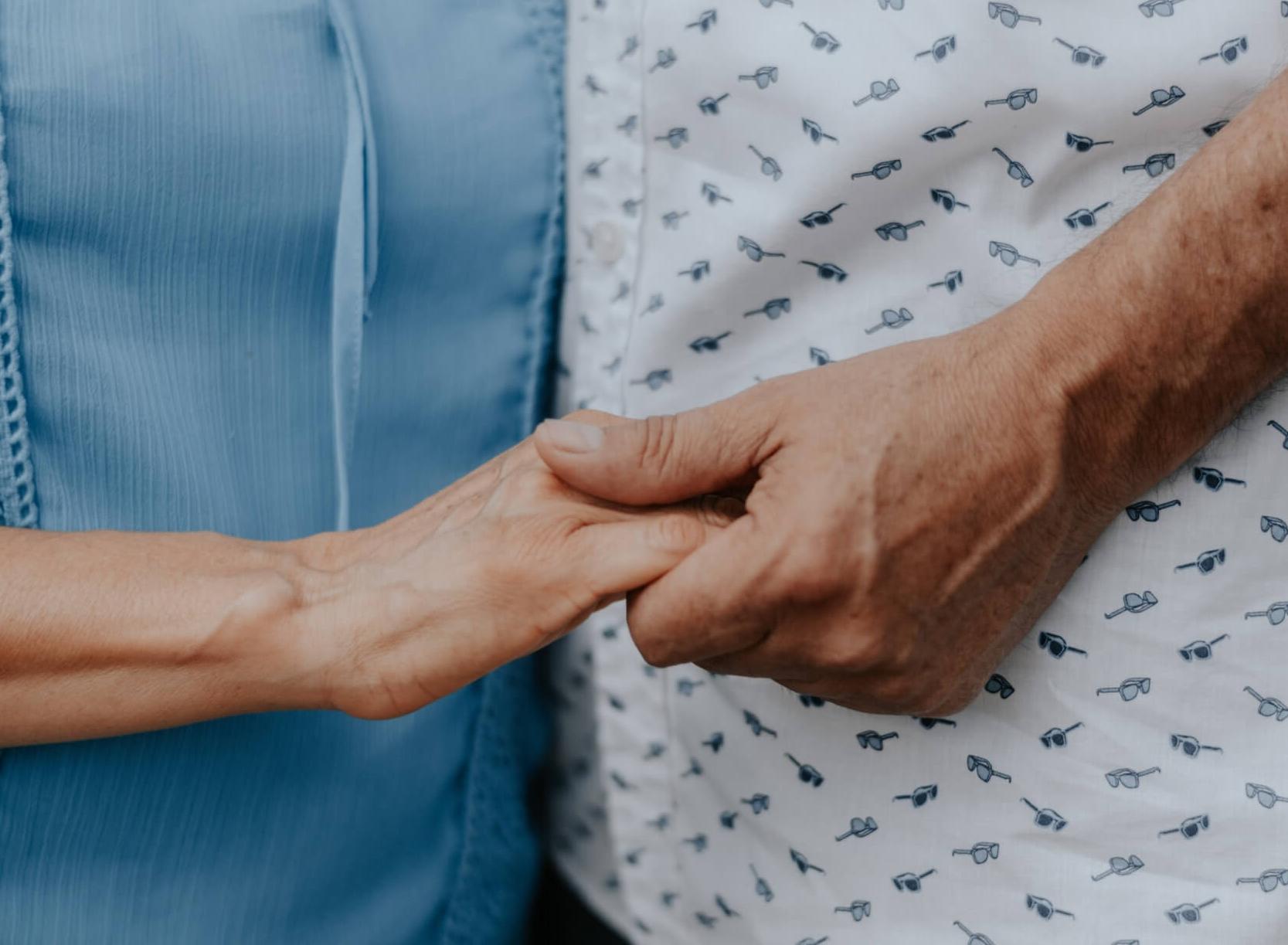 Sintomi, ausiliari di vita e isolamento: una coppia di fronte alla malattia di Alzheimer